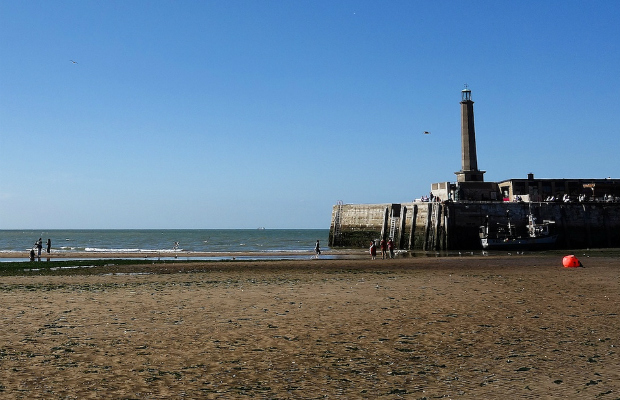 Margate Lighthouse and beach (Credit: Paul Hudson/CC BY 2.0)